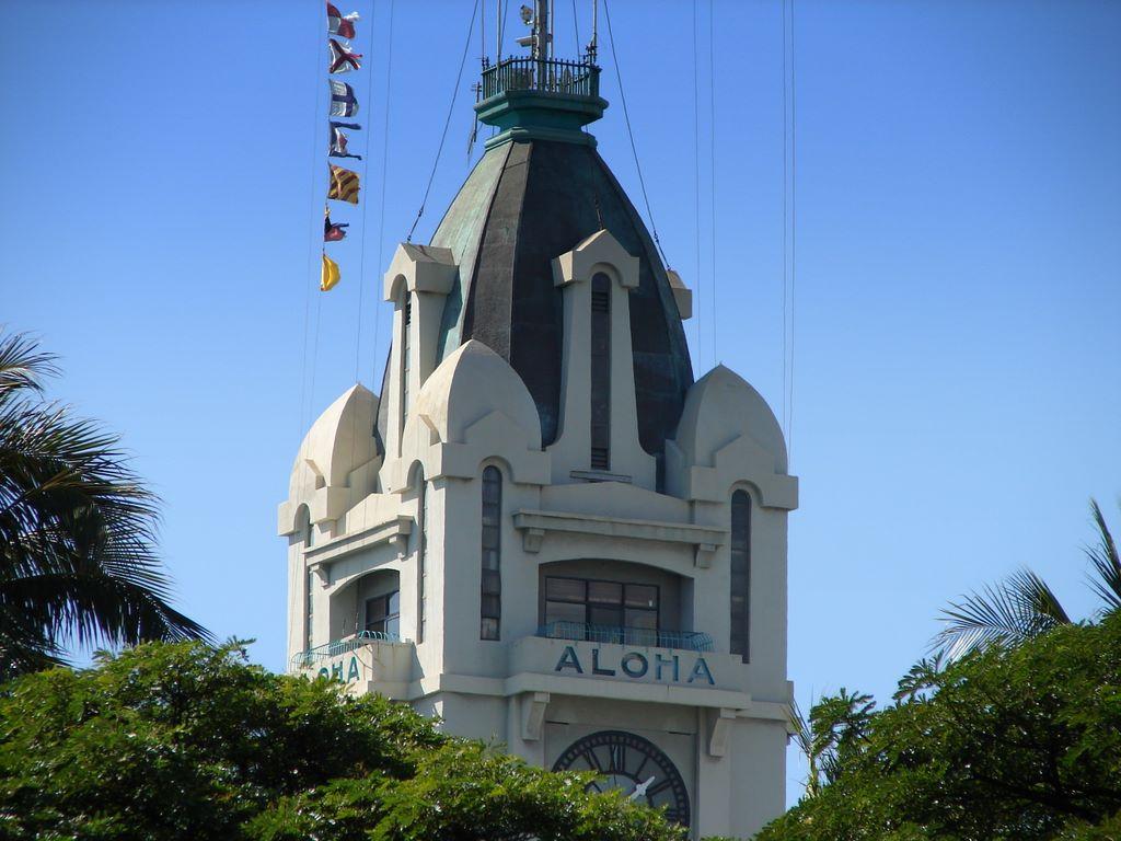 Hawaii Photos -- Aloha Tower, Honolulu